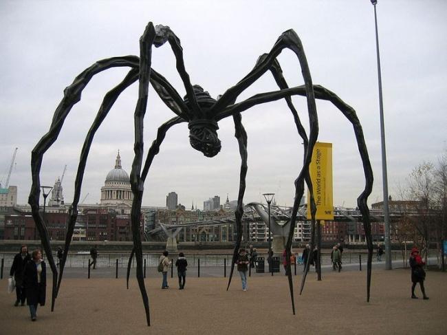 escultura aranha londres